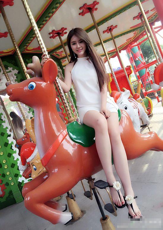 中国美女逼_这中国美女主播胸器逼人啊!又有长腿,什么水平